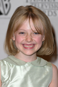 """5th Annual Family Television Awards"" 8/14/03Dakota Fanning  MPTV - Image 21590_0129"