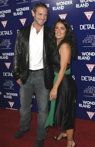 """Wonderland"" Premiere 9-24-03Josh Lucas & Salma Hayek  MPTV - Image 21590_0147"