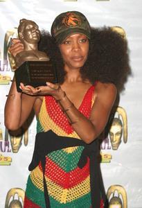 """9th Annual Soul Train Lady of Soul Awards""08/23/03Erikah Badu MPTV - Image 21590_0156"