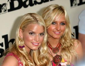 """""""1st Annual MTV Bash"""" 6-28-03Jessica & Ashlee Simpson MPTV - Image 21590_0195"""