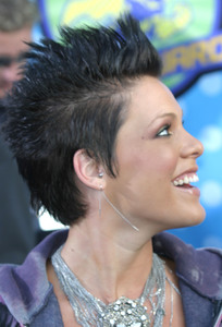"""MTV Movie Awards"" 5-31-03PinkMPTV - Image 21590_0229"