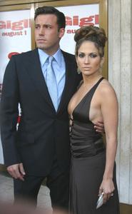 """Gigli"" Premiere 6-27-03Jennifer Lopez & Ben Affleck   MPTV - Image 21590_0301"