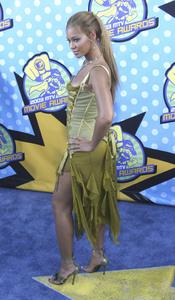 """""""MTV Movie Awards"""" 5-31-03Beyonce KnowlesMPTV - Image 21590_0304"""