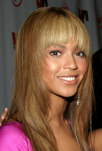 """1st Annual Vibe Awards"" 11/20/03Beyonce KnowlesMPTV - Image 21590_0312"
