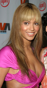 """1st Annual Vibe Awards"" 11/20/03Beyonce KnowlesMPTV - Image 21590_0316"