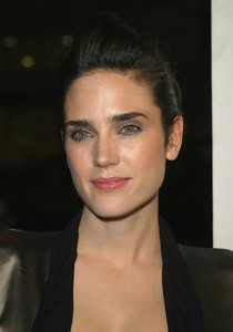 """House of the Sand and Fog"" Premiere 11/09/03Jennifer Connelly   MPTV - Image 21590_0348"