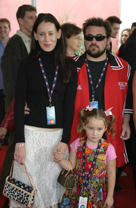 """""""Dr. Seuss: The Cat in the Hat"""" Premiere 11/08/03Kevin Smith and FamilyMPTV - Image 21590_0358"""