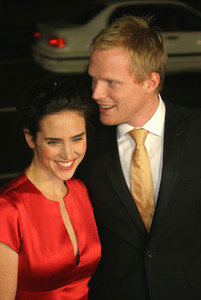 """""""Master and Commander"""" Premiere  11/11/03Jennifer Connelly & Paul BettanyMPTV - Image 21590_0383"""