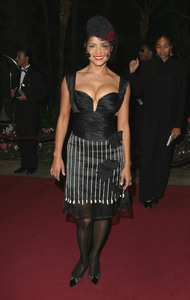 """11th Annual Diversity Awards"" 11/23/02Victoria RowellMPTV - Image 21590_0415"