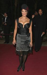 """11th Annual Diversity Awards"" 11/23/02Victoria RowellMPTV - Image 21590_0415"