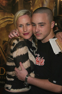 """Lord of the Rings: The Return of the King"" Premiere 12-03-2003Patricia Arquette and son EnzoMPTV - Image 21590_0437"