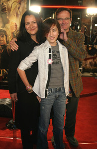 """""""Lord of the Rings: The Return of the King"""" Premiere 12-03-2003Robin Williams with wife Marsha and daughter ZeldaMPTV - Image 21590_0438"""