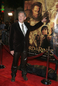 """Lord of the Rings: The Return of the King"" Premiere 12-03-2003Ian McKellenMPTV - Image 21590_0450"