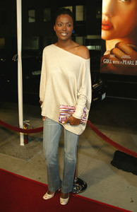 """Girl With A Pearl Earring"" Premiere 12/10/03Aisha TylerMPTV - Image 21590_0553"