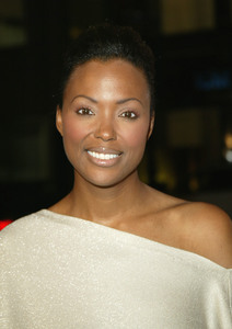 """Girl With A Pearl Earring"" Premiere 12/10/03Aisha TylerMPTV - Image 21590_0554"
