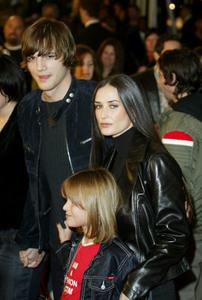 """Cheaper By The Dozen"" Premiere  12/14/03 Ashton Kutcher, Demi Moore and Daughter TallulahMPTV - Image 21590_0560"