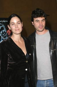 """The Cooler"" Premiere 11/24/03Carrie Ann Moss & husbandMPTV - Image 21590_0567"