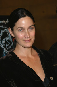 """The Cooler"" Premiere 11/24/03Carrie Ann Moss & husbandMPTV - Image 21590_0568"