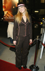 """""""Girl With A Pearl Earring"""" Premiere 12/10/03Dominique SwainMPTV - Image 21590_0584"""