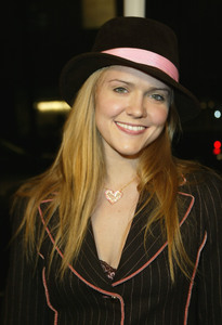 """""""Girl With A Pearl Earring"""" Premiere 12/10/03Dominique SwainMPTV - Image 21590_0586"""