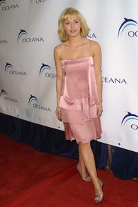 """1st Annual Oceana Dinner"" 12/3/03Elisha CuthbertMPTV - Image 21590_0587"