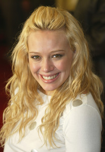"""Cheaper By The Dozen"" Premiere  12/14/03Hilary DuffMPTV - Image 21590_0602"
