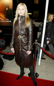 """""""Girl with the Pearl Earring"""" Premiere 12/10/03Portia De Rossi  MPTV - Image 21590_0650"""