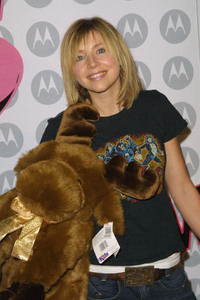 """5th Annual Motorola Anniversary Party"" 12/4/03Sarah Chalke MPTV - Image 21590_0679"