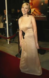 """Girl With A Pearl Earring"" Premiere 12/10/03Scarlett JohanssonMPTV - Image 21590_0680"