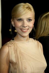 """Girl With A Pearl Earring"" Premiere 12/10/03Scarlett JohanssonMPTV - Image 21590_0681"