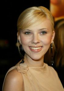 """Girl With A Pearl Earring"" Premiere 12/10/03Scarlett JohanssonMPTV - Image 21590_0682"