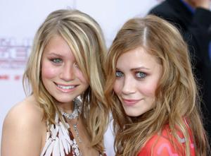 """Charlies Angels: Full Throttle"" Premiere 06/18/03Mary Kate & Ashley OlsenMPTV - Image 21590_0732"
