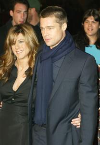 """Along Came Polly Premiere"" 1-12-04Brad Pitt and Jennifer AnistonMPTV/G.W. - Image 21590_0873"