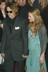"""9th Annual Critics Choice Awards"" 1-10-04Johnny Depp & wife Vanessa Paradis  MPTV/G.W. - Image 21590_0877"