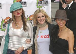 """Kids Choice Awards"" 4-12-03Cameron Diaz, Drew Barrymore & Lucy Liu  MPTV  - Image 21590_0931"
