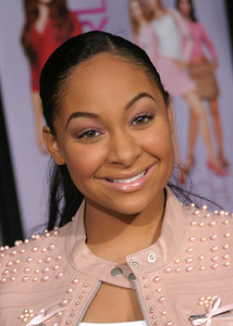 """""""Mean Girls"""" (Premiere)Raven Symone 04/19/2004 / Arclight Cineraama Dome / Hollywood, CA  - Image 21590_1012"""