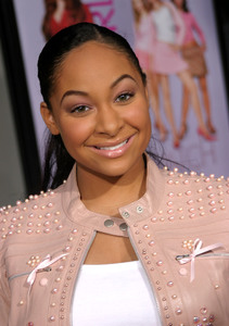 """""""Mean Girls"""" (Premiere)Raven Symone 04/19/2004 / Arclight Cineraama Dome / Hollywood, CA  - Image 21590_1013"""