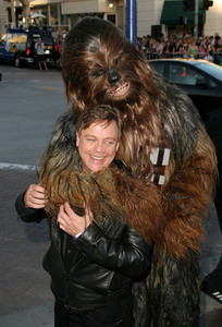 """""""Star Wars Episode lll: Revenge of the Sith"""" (Premiere)Mark Hamill & Chewbacca 05/12/05Mann Village Theatre Westwood California  - Image 21590_1023"""