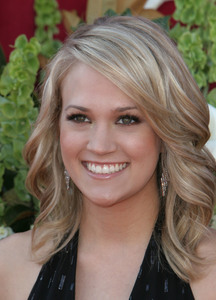 """The 57th Annual Primetime Emmy Awards""Carrie Underwood09-18-2005 / Shrine Auditorium / Los Angeles, CA - Image 21590_1087"