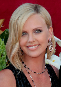 """The 57th Annual Primetime Emmy Awards""Charlize Theron09-18-2005 / Shrine Auditorium / Los Angeles, CA - Image 21590_1089"