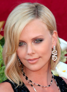 """The 57th Annual Primetime Emmy Awards""Charlize Theron09-18-2005 / Shrine Auditorium / Los Angeles, CA - Image 21590_1090"