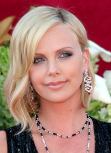 """The 57th Annual Primetime Emmy Awards""Charlize Theron09-18-2005 / Shrine Auditorium / Los Angeles, CA - Image 21590_1091"