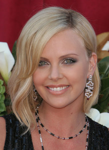 """""""The 57th Annual Primetime Emmy Awards""""Charlize Theron09-18-2005 / Shrine Auditorium / Los Angeles, CA - Image 21590_1092"""