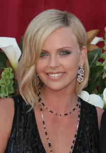 """The 57th Annual Primetime Emmy Awards""Charlize Theron09-18-2005 / Shrine Auditorium / Los Angeles, CA - Image 21590_1094"