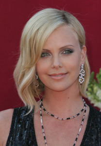 """The 57th Annual Primetime Emmy Awards""Charlize Theron09-18-2005 / Shrine Auditorium / Los Angeles, CA - Image 21590_1095"