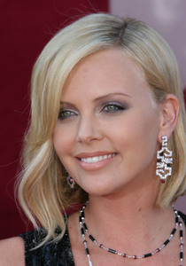 """The 57th Annual Primetime Emmy Awards""Charlize Theron09-18-2005 / Shrine Auditorium / Los Angeles, CA - Image 21590_1096"