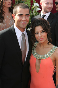 """The 57th Annual Primetime Emmy Awards""Jesse Metcalfe, Eva Longoria 09-18-2005 / Shrine Auditorium / Los Angeles, CA - Image 21590_1126"