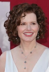 """The 57th Annual Primetime Emmy Awards""Geena Davis09-18-2005 / Shrine Auditorium / Los Angeles, CA - Image 21590_1138"