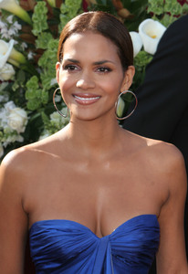 """The 57th Annual Primetime Emmy Awards""Halle Berry09-18-2005 / Shrine Auditorium / Los Angeles, CA - Image 21590_1141"