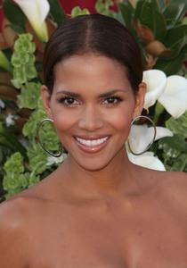 """The 57th Annual Primetime Emmy Awards""Halle Berry09-18-2005 / Shrine Auditorium / Los Angeles, CA - Image 21590_1142"